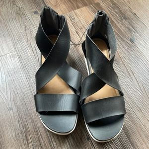 Brand New Universal Thread Black Platform Sandals
